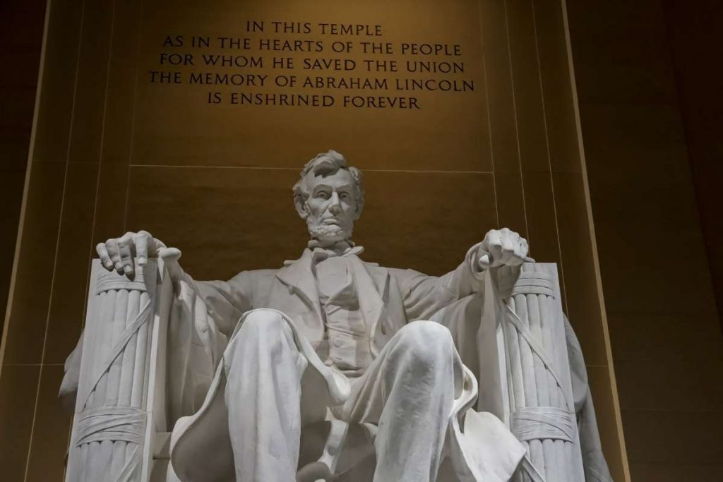 genealogy quotes from Abraham Lincoln, showing a picture of the Lincoln statue at the Lincoln memorial in Washington, DC.